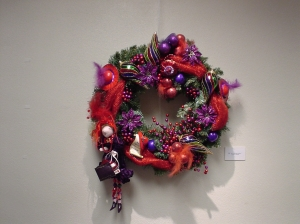 red-hat-wreath-20082